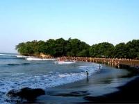 Pantai BATUKARAS Merupakan SURGA Tersembunyi Yang Berada TEPAT Di DEPAN Hotel TERATAI