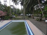 Halaman Hotel & Kolam Renang di Depan Pantai