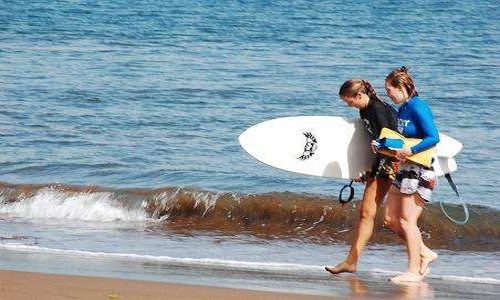 Bermain Surfing